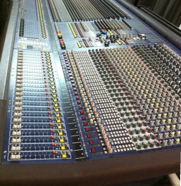Mesa de mezclas de directo midas heritage 2000 lbl for Programa mesa de mezclas