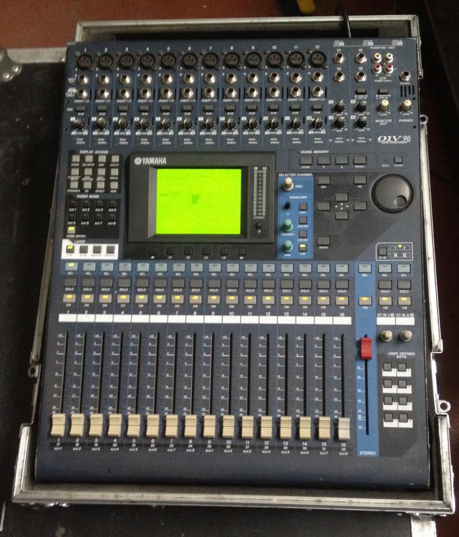 mesa yamaha 01v96 con interface externo adat para 8